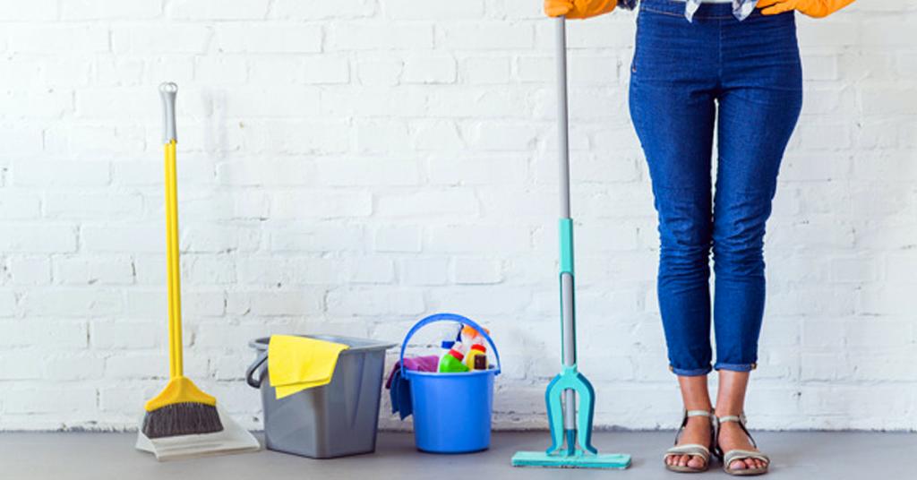 Cómo usar una mopa plana para lograr una limpieza profesional